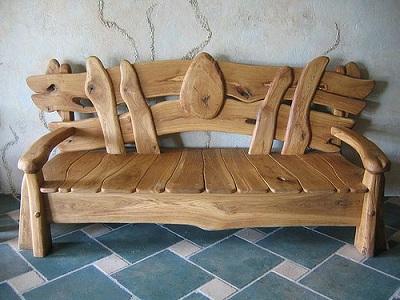 drewniana ławka Jak odnowić drewniane meble?