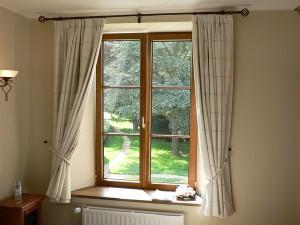 Najważniejsze trendy w dekoracji okien