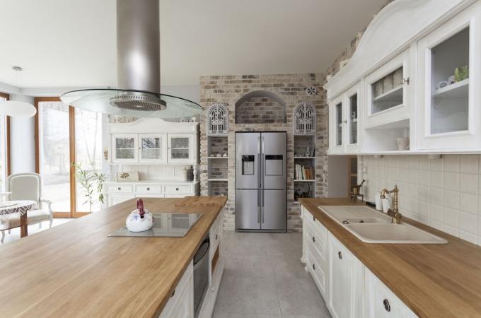 Wykończenie przestrzeni nad blatem kuchennym – zrób to sam!