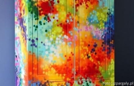 Kolorowa szafa