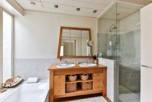 bathroom-2132342_640